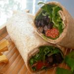 Burrito de espelta con frijoles y chirivías fritas