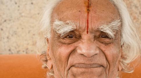 Charla entre Swami Raddha y Sri  B.K.S. Iyengar